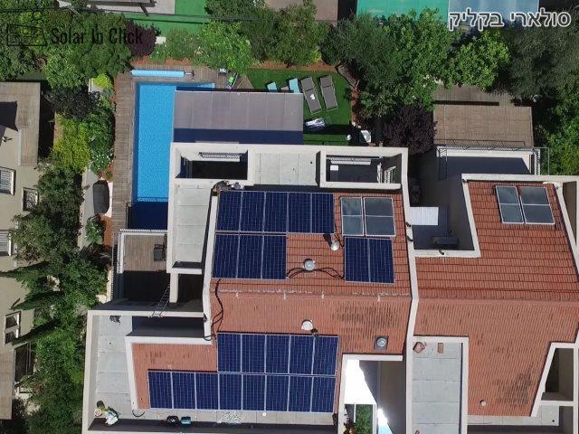 מערכת סולארית קטנה על גג של בית פרטי. צילום: קדמה סולאר